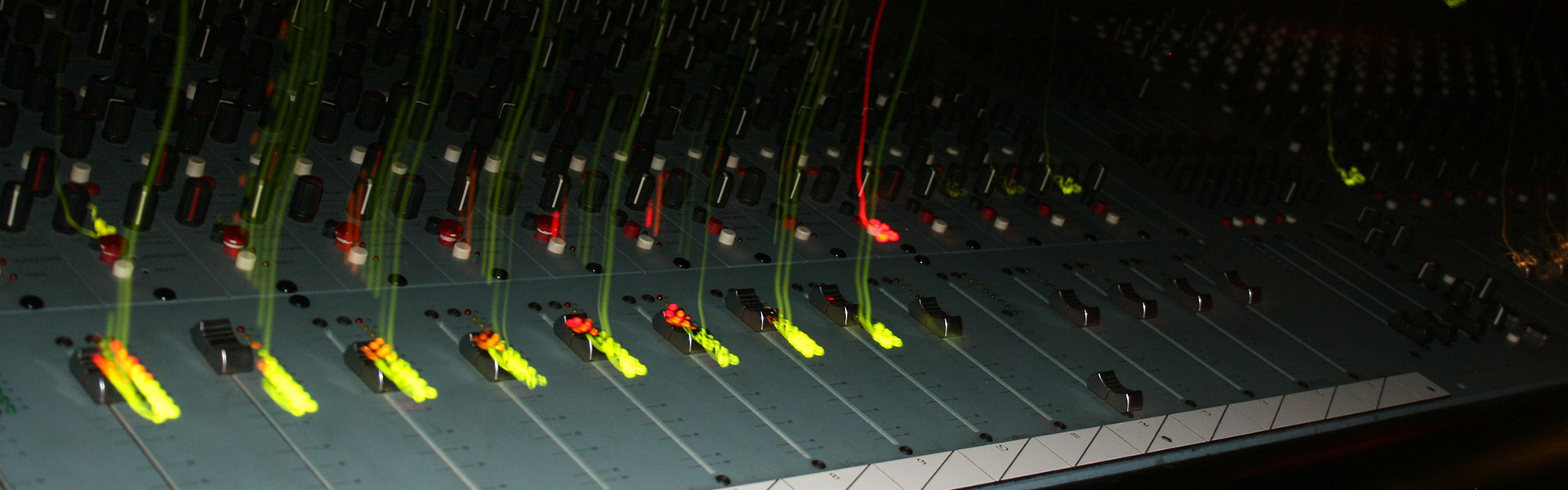 https://mixing.studio11chicago.com/wp-content/uploads/2014/02/STUDIO-11-CONSOLE-2.jpg